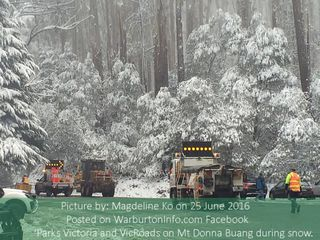 Parks Victoria, VicRoads working to clear snow on Mt Donna