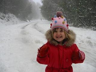 Mount Donna Buang: Girl in red coat. Excellent snow cover