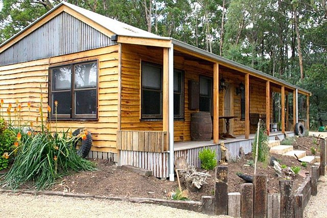 Baroona Cottage in Gladysdale - Perfect for one or two couples - Ph Karen 0421 023 265
