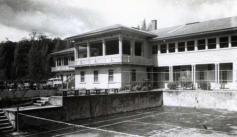 Warburton Chalet - Outside - Including tennis court